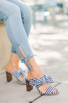 Gingham bow shoes / spring shoes / summer shoes / fun shoes / Source by stephanieziajka shoes with jeans Denim Fashion, Fashion Pants, Fashion Outfits, Womens Fashion, Style Fashion, Gingham Shoes, Bow Shoes, Gingham Pants, Gingham Dress