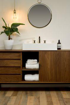 Yellow Bathrooms, Beautiful Bathrooms, Bathroom Interior Design, Bathroom Inspiration, Powder Room, Home Projects, Sweet Home, New Homes, House Design