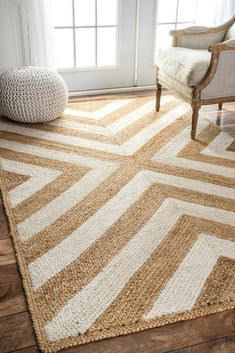 Natural Area Rug 10 cute natural jute rugs you will love! This one is a fun herringbone cute natural jute rugs you will love! This one is a fun herringbone pattern Natural Fiber Rugs, Natural Area Rugs, Natural Rug, Natural Texture, Seagrass Rug, Jute Rug, Chevron Area Rugs, Tapis Design, Round Rugs