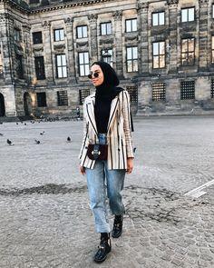 Chic Hijab Style Ideas With Blazer Modern Hijab Fashion, Street Hijab Fashion, Hijab Fashion Inspiration, Muslim Fashion, Modest Fashion, Modest Clothing, Modest Dresses, Blazer Outfits, Blazer Fashion