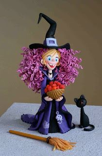I love the work of Carlos Lischetti! This little girl witch is a sugar project Carlos did for SK Cakes and Sugarcraft magazine ( issue All about Sugar Art. Polymer Clay Halloween, Polymer Clay Figures, Fimo Clay, Polymer Clay Projects, Theme Halloween, Halloween Cakes, Halloween Ornaments, Halloween Witches, Halloween Halloween