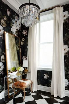 SuzAnn Kletzien - Black and white foyer features walls clad in black floral wall. SuzAnn Kletzien – Black and white foyer features walls clad in black floral wallpaper, Ellie Cash Ellie Cashman Wallpaper, B&w Wallpaper, Design Entrée, House Design, Interior Design, Wall Design, Black Floral Wallpaper, Floral Wallpapers, Checkerboard Floor