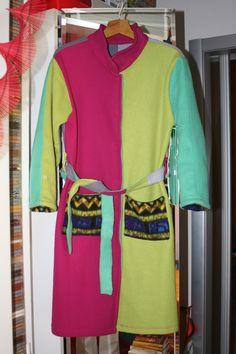 vestaglia multicolore con sciarpe di pile