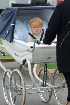 Gorgeous Silver Cross Pram by myhappyplace, via Flickr