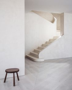 Calm & minimal interior design by ? Photo by Interior Design Addict: Calm & minimal interior design by ? Photo by Blog Architecture, Minimalist Architecture, Minimalist Interior, Minimalist Home, Minimalist Design, Spanish Architecture, Minimalist Bedroom, Interior Stairs, Staircase Design
