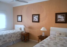 Os momentos de tranquilidade podem ser desfrutados em suítes com camas de solteiro ou casal, que acomodam adultos e crianças com máximo conforto.