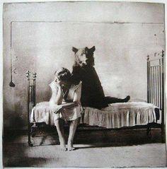 """""""Adversity makes strange bedfellows"""", by the Russian photographer Gregory Maiofis """"La adversidad crea extraños compañeros de cama"""". Imagen del fotógrafo ruso Gregory Maiofis"""