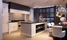 Klassieke keuken in RAL 9010 kleur. www.demulderkeukensopmaat.nl