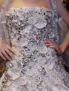 Elie Saab Couture Dress - oh the detail. Couture Details, Fashion Details, Zuhair Murad, Elie Saab Designer, Elie Saab Haute Couture, Christian Dior, Elie Saab Spring, Ellie Saab, Fancy
