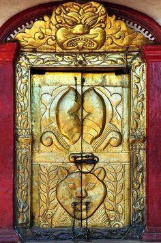 Необычные двери мира