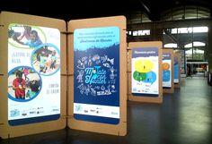 """Montaje para la exposición """"Mójate con Hunter"""". Sistema expositivo modular, flexible y ecológico realizado con paneles de cartón impresos. CartonLAB."""