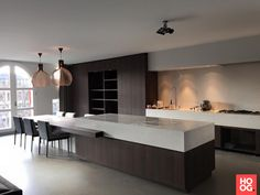 modern kitchen room are available on our site. Have a look and you wont be sorry you did. Open Plan Kitchen Living Room, Bed In Living Room, Home Decor Kitchen, Kitchen Interior, Home Kitchens, Kitchen Furniture, Contemporary Kitchen Design, Modern House Design, Modern Houses