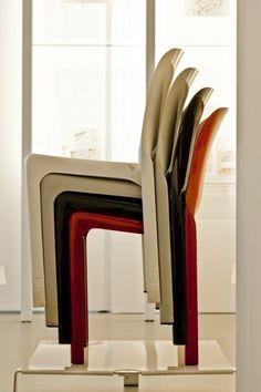 Selene seats by Vico Magistretti | Artemide (1969)