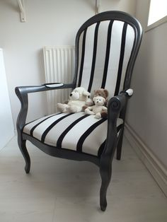 1000 images about fauteuil voltaire on pinterest french chairs armchairs and papillons. Black Bedroom Furniture Sets. Home Design Ideas