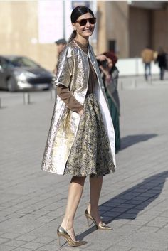 Metal in the sun #shimmer #metallic #outdoors #everythingmetal #LFW