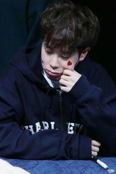 He is boyfriend material and he kills meeee Bbc, Po Block B, Freeze, Kpop Rappers, Pyo Jihoon, Mino Winner, Fandom, Wattpad, Kdrama Actors