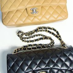 Can you tell which one is fake? Read our latest and learn how to spot a fake New Fashion, Luxury Fashion, Luxury Bags, Buy And Sell, Chanel, Shoulder Bag, Photo And Video, Stuff To Buy, Style