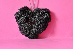 Ciondolo creato interamente a mano. Unico. Ogni rosa fatta senza stampo. Personalizzabile. #Fimo #Black #Rose
