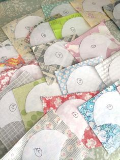 Feeling a Little Clammy: A Green Tea and Sweet Beans Tutorial Quilting Templates, Quilting Tutorials, Quilting Designs, Quilt Patterns, Clamshell Quilt, Hexagon Quilt, Hexagons, Farm Animal Quilt, Fox Quilt