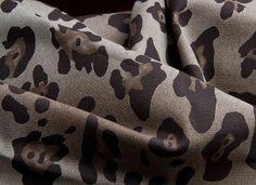 Denim cru, coloridos, metalizado ou encerados... Jeans do verão 2014 alternam entre o rústico e o supertecnológico | Chic - Gloria Kalil: Moda, Beleza, Cultura e Comportamento
