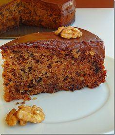 Walnut cake with chocolate cream Greek Sweets, Greek Desserts, Just Desserts, Coconut Recipes, Greek Recipes, Desert Recipes, Greek Bread, Greek Cake, Pastry Recipes