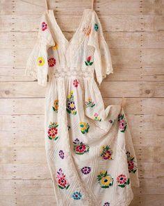 Sublime robe brodée...