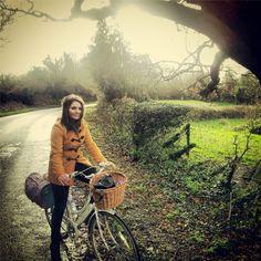 via @emzgoldfinch  #bicycleadventures #ilovemybike #vintagebike #countryside #dutchbike #autumn
