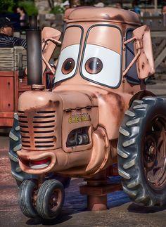 Mater's Junkyard Jamboree- Love This Ride Cars Land Disneyland, Disney Rides, Disneyland Resort, Disney Parks, Disney Movies, Walt Disney World, Disney Land, Disney Images, Disney Pictures