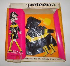 Vintage Hasbro - Peteena the Pampered Poodle Doll - 1966 - Slicker Set in Box Dolly World, Poodles, Ranges, Vintage Dolls, Dawn, 1960s, Barbie, Purses, Usa