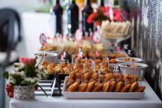 Catering for a 1st birthday party.Photography by Marta Caldas Barreiro to Era uma vez party.  Read more: http://eraumavez-osonhoperfeito.blogspot.pt/2014/01/salgados-ou-doces.html