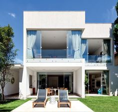 fachada de casa com janelas de vidro temperado blindex