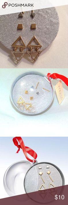 Macy's Gold / Silver Tone Geometric 4 piece Stud cys Metallic Two Tone Geometric 4 Piece Stud Earring Ornament Box Gift Set Brand New! Two-Tone Geometric Stud Earring 4-Pc. Gift Set Silver Ball Holiday Earrings Macy's Jewelry Earrings
