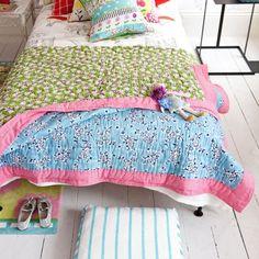 http://www.etoffe.com/10793-thickbox/quilt-daisy-patch-leaf.jpg  * pour poupées de Juliette