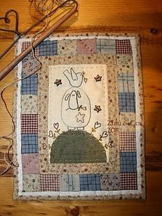 Zulu Co - I have the pattern on my Templates and Patterns board Zulu, Small Quilts, Mini Quilts, Wool Applique, Applique Quilts, Christmas Patchwork, Country Quilts, Christian Symbols, Animal Quilts