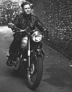 Ewan McGregor in Belstaf Riding Gear, Riding a Norton model 7 Dominator in Belstaff Advertising Campaign Bobbers, Gq, Biker Gear, Easy Rider, Riding Gear, Vintage Motorcycles, British Motorcycles, Custom Motorcycles, Cool Bikes