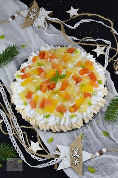Pavlova cu fructe tropicale - CAIETUL CU RETETE Pavlova, Pineapple, Lime, Tropical, Food, Limes, Pine Apple, Essen, Meals