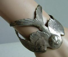 I LOVE this silver - metal bird cuff bracelet . Wish I knew where to find one. Jewelry Box, Jewelery, Silver Jewelry, Jewelry Accessories, Jewelry Design, Jewelry Making, Cheap Jewelry, Fine Jewelry, Silver Cuff