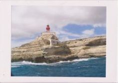 Korsika-Kreidefelsen-mit-Leuchtturm