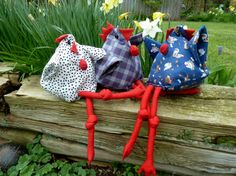 There is a very special chicken in the north - the Danish chicken. Dorthe Jollmann, a Dane, has prov Diy Crafts For Kids, Crafts To Sell, Textiles, Simple Girl, Mobiles, Toys For Boys, Felt Crafts, Pin Cushions, Quilts
