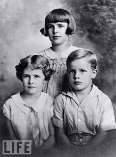 1930, Marlon Brando aged 6, pictured with his sisters Frances and Jocelyn