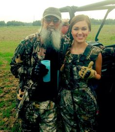 """""""Family Time"""" --Sadie Robertson, who loves going camo style with her great uncle Si RobertsonRELATED: 'Duck Dynasty' star makes her runway debut in NY Robertson Family, Sadie Robertson, Duck Dynasty Family, Duck Hunting, Hunting Stuff, Hunting Girls, Hunting Gear, Duck Calls, Duck Commander"""
