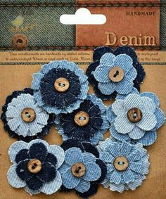 """Kot """"Little Birdie Crafts - Denim Collection - Button Flower: Included in the package are 6 layered denim flowers with buttons. Denim Flowers, Button Flowers, Flower Jeans, Making Fabric Flowers, Flower Making, Flower Fabric, Fabric Crafts, Sewing Crafts, Sewing Projects"""