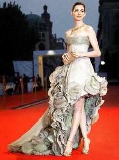 anne hathaway styled by rachel zoe 2008 venice film festival altier versace