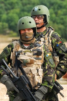 Romanian 1st Special Operations Battalion soldiers sporting the US Army SF SSI. (Photo: Romanian Special Forces)