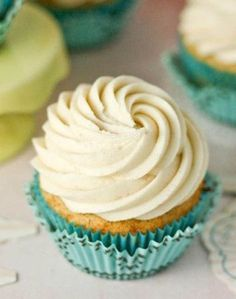 Banana Cupcakes With Cinnamon Cream Cheese | foodgio