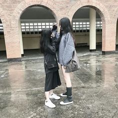 ◌ ⑅ ⃝● ⋆ black.d ⋆ ● ⑅ ◌ aesthetics casal ulzzang, menina cor Cute Lesbian Couples, Lesbian Love, Bff Girls, Girls In Love, Ulzzang Couple, Ulzzang Girl, Korean Couple, Korean Girl, Korean Best Friends