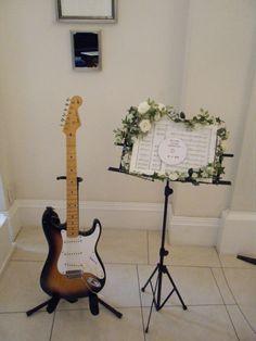 ブログをご覧のみなさん、こんにちは。   本日は結婚式には欠・・・