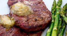 Ihana valkosipulivoi nostaa grillatun lihan aivan uusille leveleille! #poppamies #savustus #grillaus #maustaminen #ruoka #ruuanlaitto #mauste #maustevoi #valkosipulivoi #garlicrub Steak, Food, Essen, Steaks, Meals, Yemek, Eten