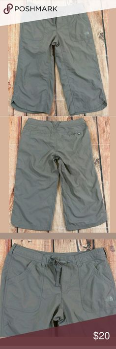 """The North Face Capri Pants Womens Size 6 Gray The North Face Capri Pants Womens Size 6 Gray  Measurements: Waist = 30"""" Outseam Length = 27"""" Inseam = 19""""  Condition:  Great Pre-Owned Condition from clean pet/smoke free home. The North Face Pants Capris"""