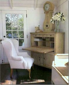Gorgeous study nook